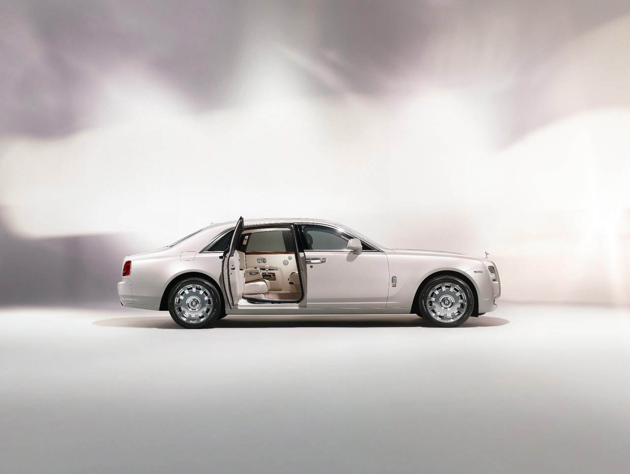 Rolls Royce Ghost Six Senses wallpaper