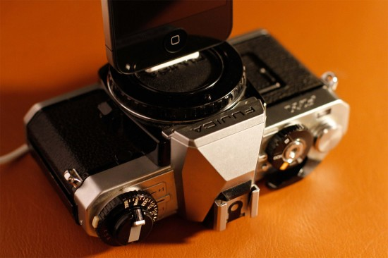 Image vintage camera iphone charger 3 550x366   Vintage Camera iPhone Dock Charger