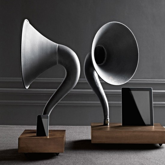Image iphone ipad gramophone 1 550x550   Restoration Hardware Gramophone